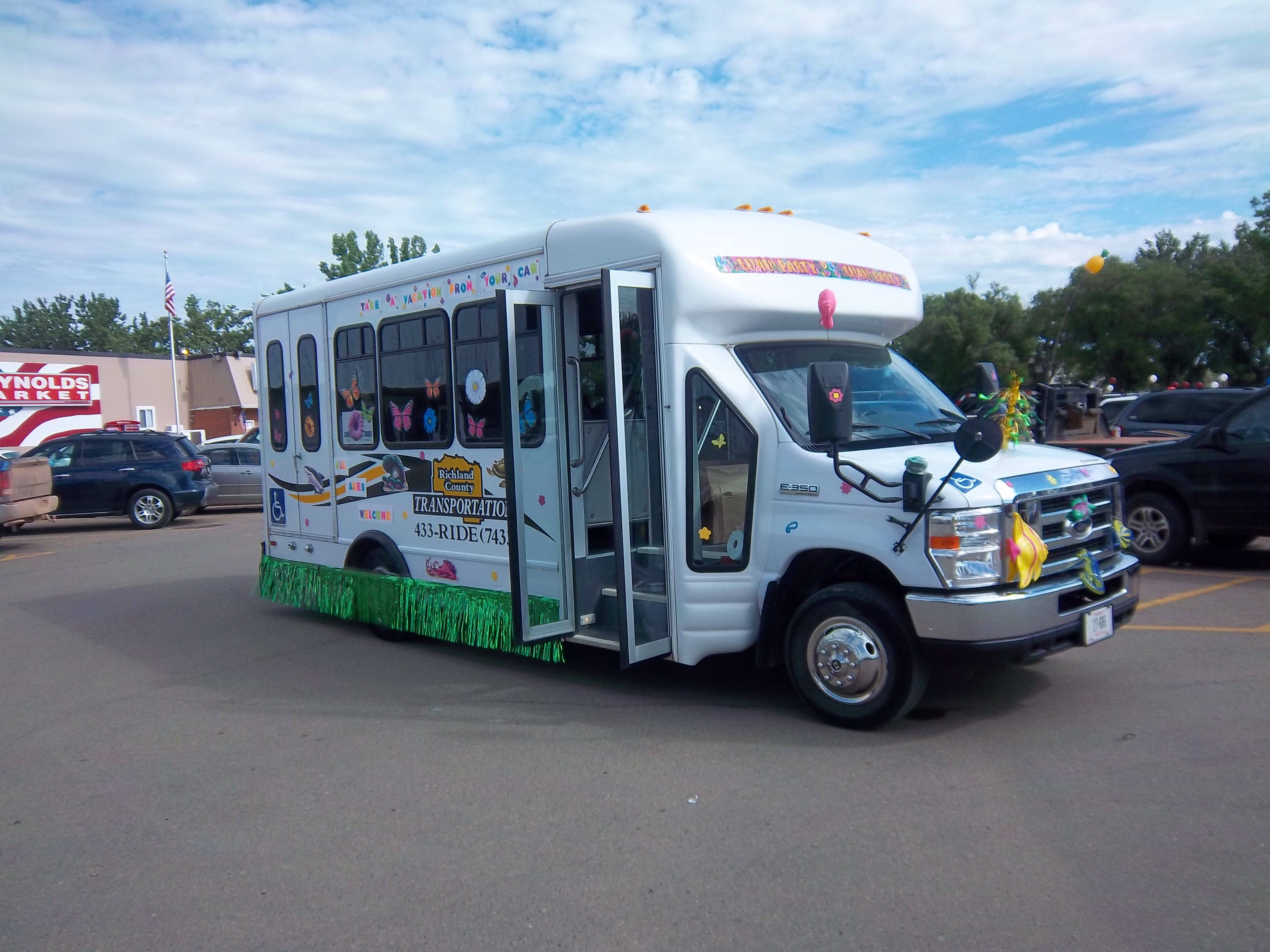 RCTS Bus in Sidney Centennial Parade